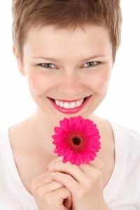 Uśmiechnięta kobieta, białe zęby